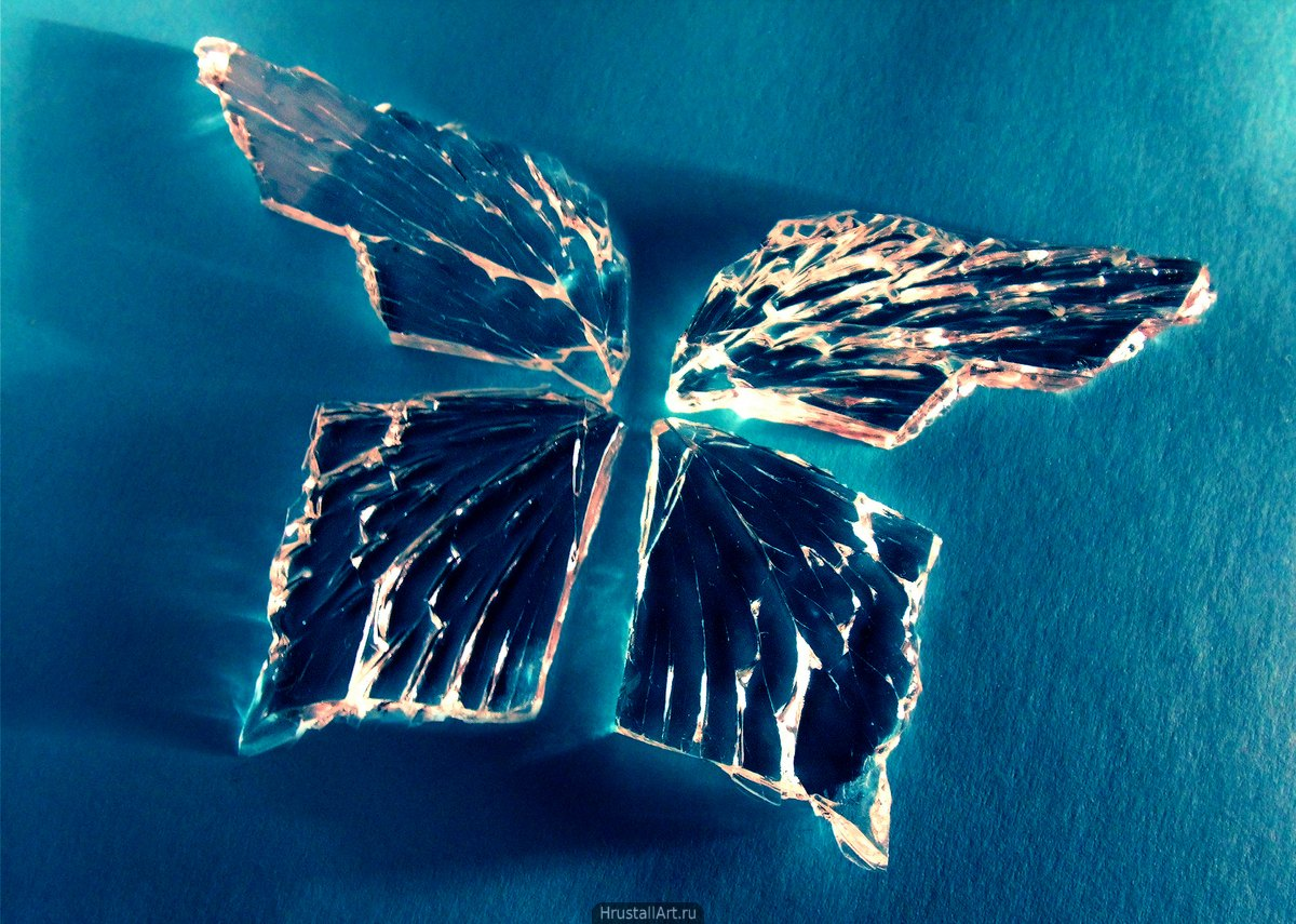 Бабочка из осколков