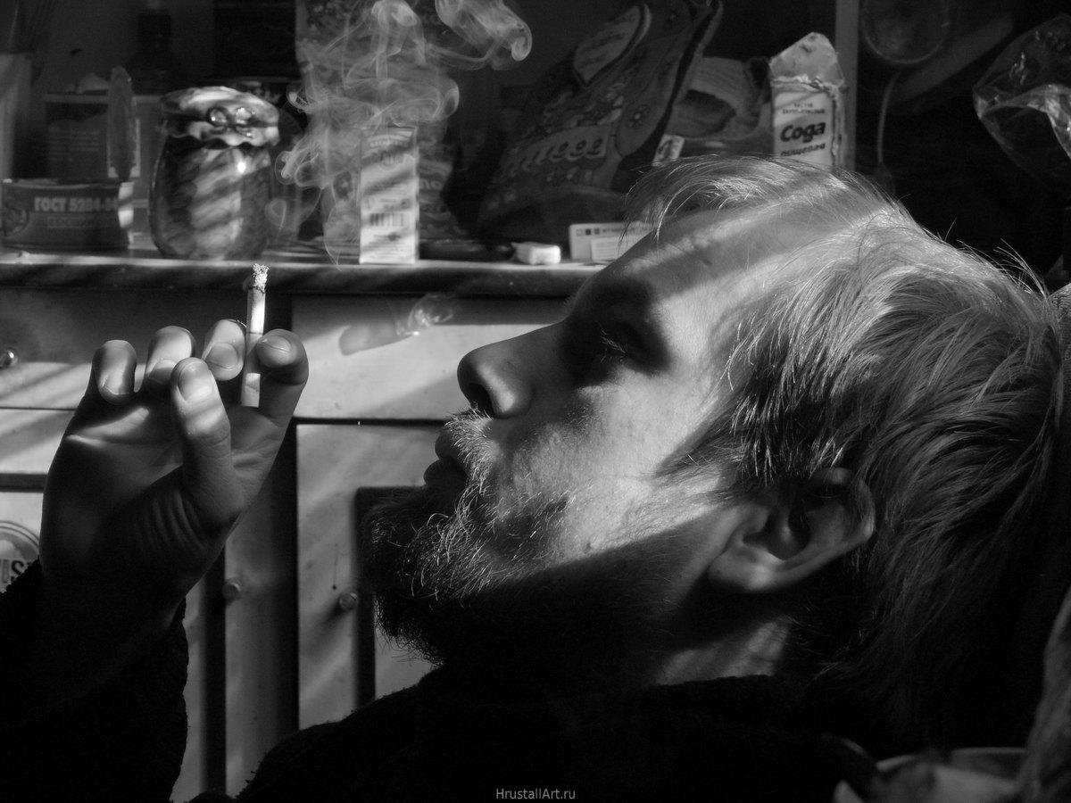 Портрет Александра с сигаретой
