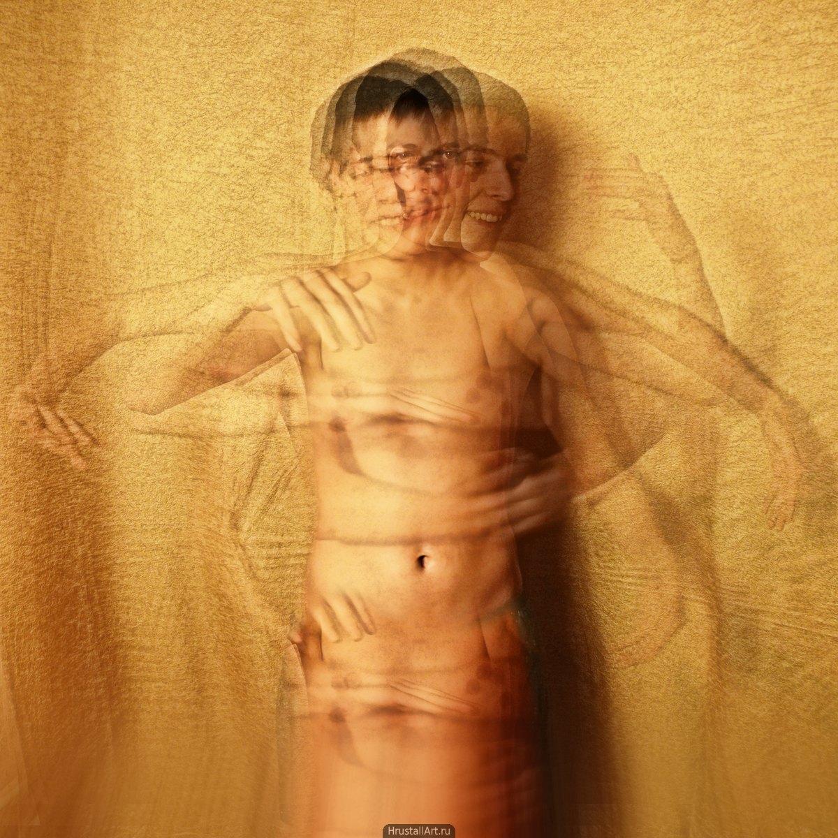 Фотография, многослойный кадр танцующего парня, руки и голова в движении, а пупок застыл.