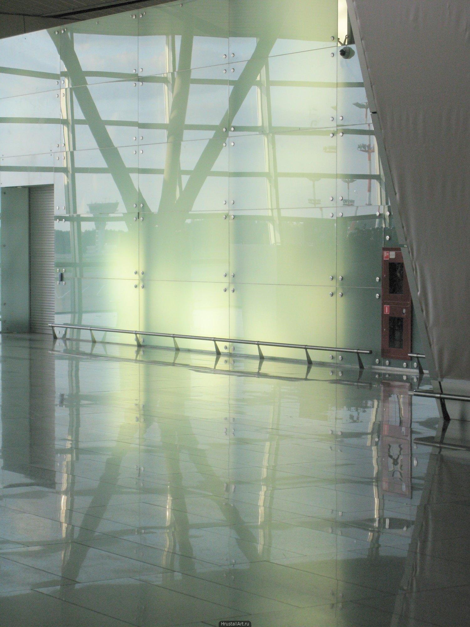 Светящееся ничто в аэропорте