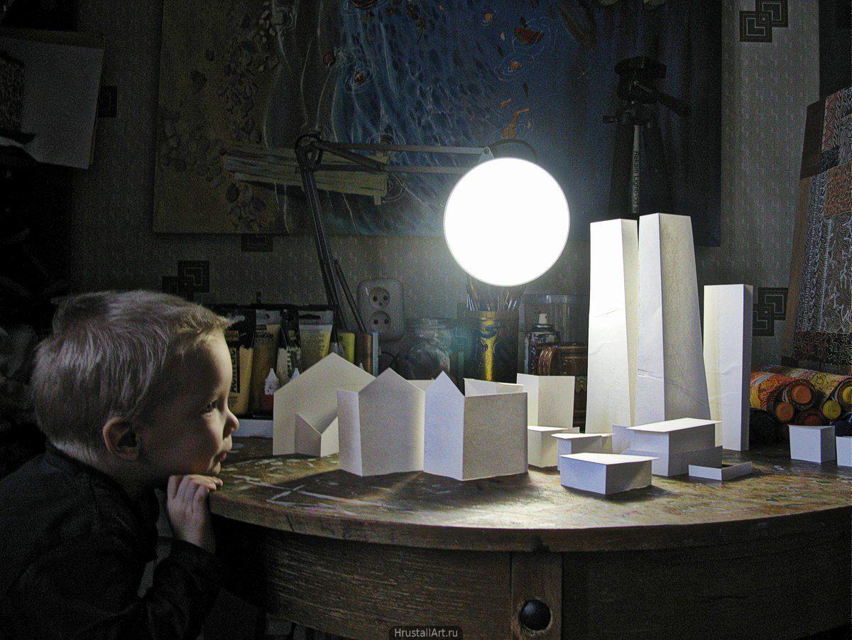 Мальчик и игрушечный город