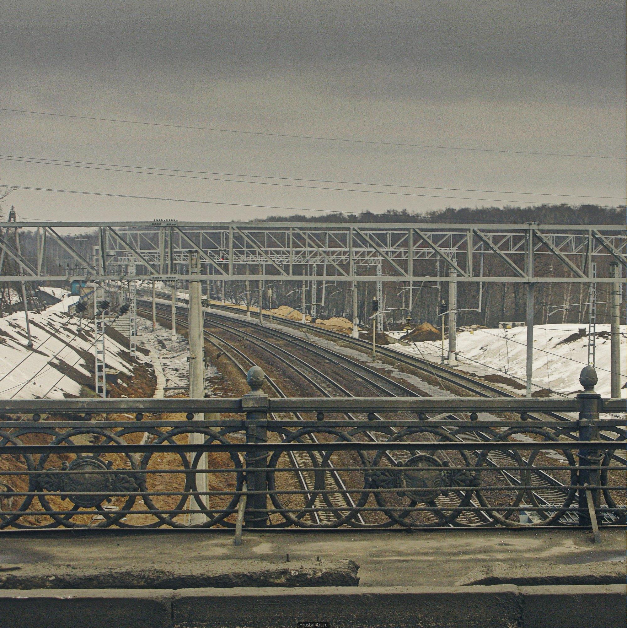 Мост над железнодорожными путями